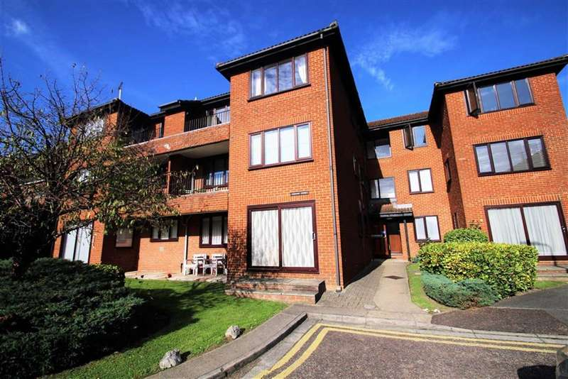 1 Bedroom Flat for sale in Embassy Court, Ruislip, Middlesex