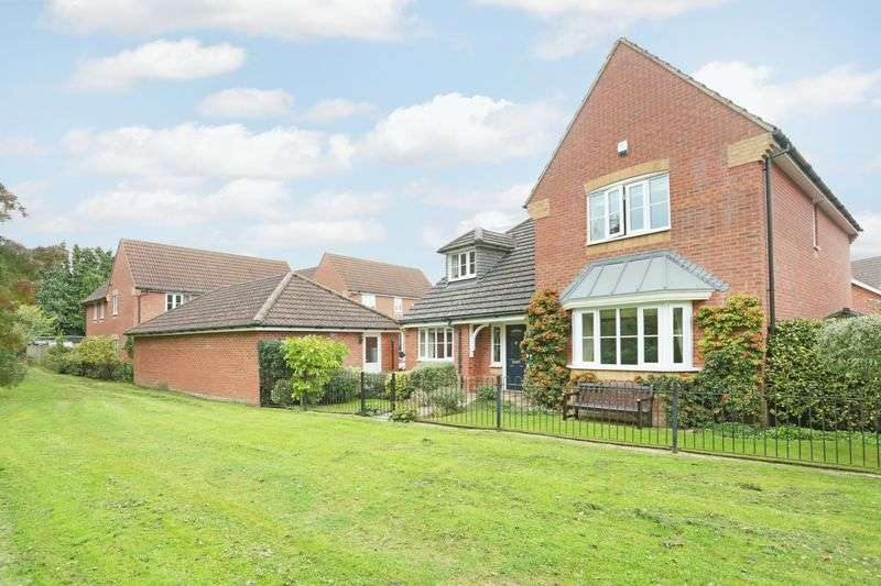 4 Bedrooms Property for sale in Fruitfields Close, Devizes