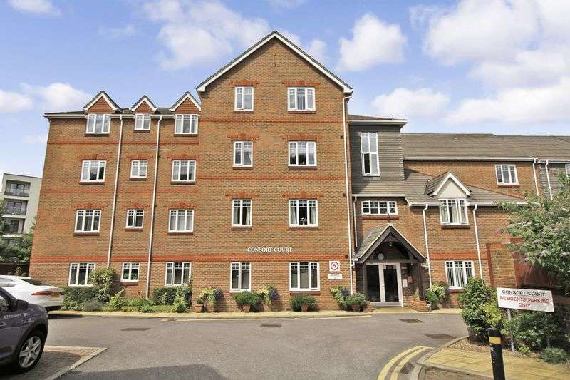 2 Bedrooms Property for sale in Consort Court, Woking, GU22 7XP