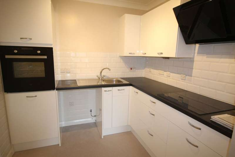 1 Bedroom Flat for sale in Kings Hall Park Road, Worthing, BN11