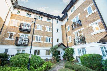 2 Bedrooms Flat for sale in 3 Makepeace Road, London