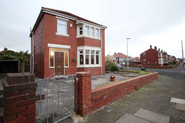 3 Bedrooms Detached House for sale in Hathaway, Blackpool, Lancashire, FY4 4AB