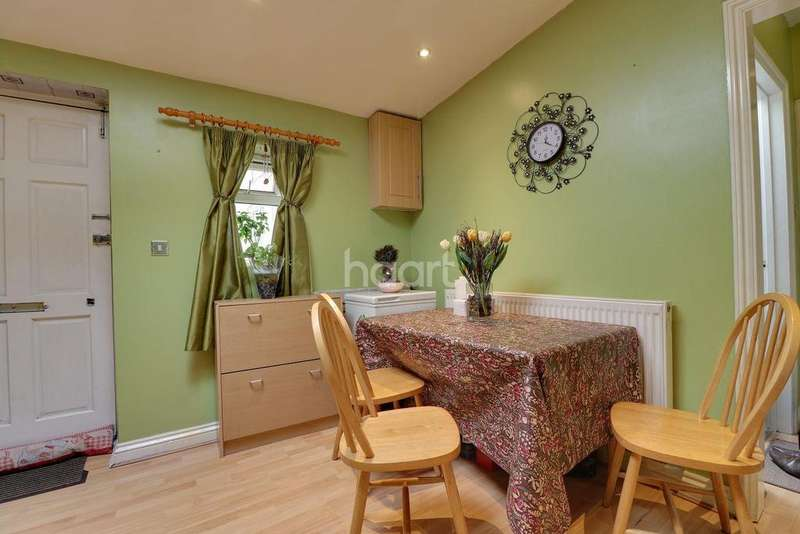 2 Bedrooms Flat for sale in Salisbury Court, Swindon, WIltshire