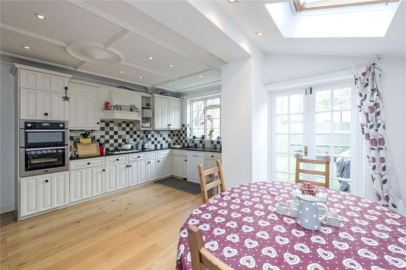 5 Bedrooms Terraced House for sale in Canford Road, Between The Commons, London, SW11
