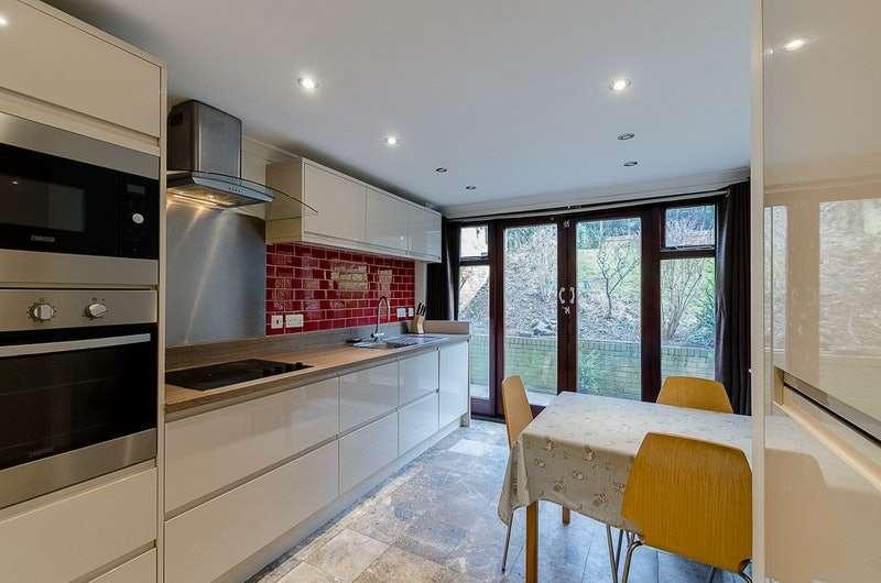 3 Bedrooms Flat for sale in Temple Road, Croydon, Surrey, CR0