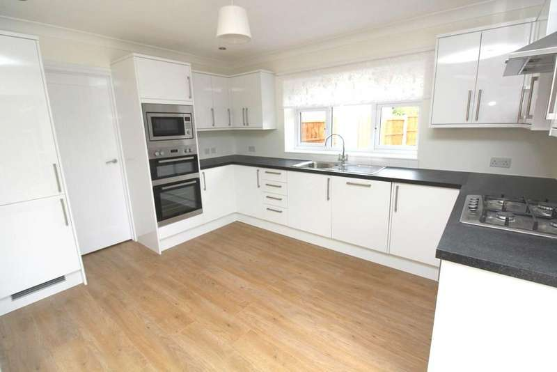 4 Bedrooms Semi Detached House for rent in Eugene Close, Romford, RM2