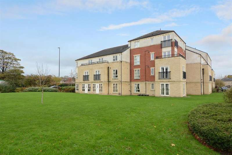 2 Bedrooms Apartment Flat for sale in Silver Cross Way, Guiseley, Leeds