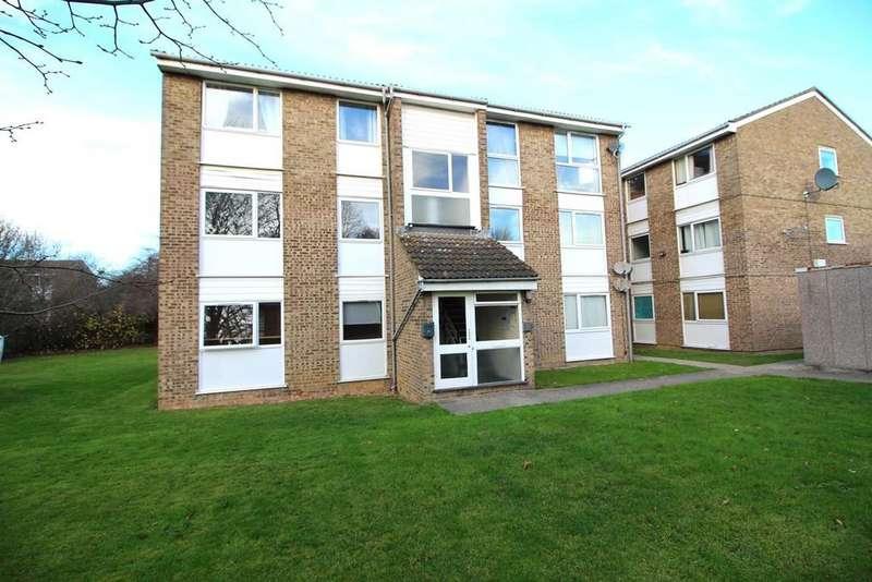 2 Bedrooms Ground Flat for sale in Foxglove Way, Springfield, Chelmsford, Essex, CM1