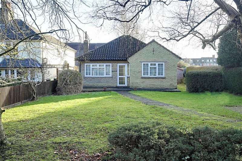 2 Bedrooms Detached Bungalow for sale in The Plain, Epping