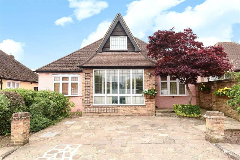 3 Bedrooms Detached Bungalow for sale in Keswick Gardens, Ruislip, Middlesex, HA4