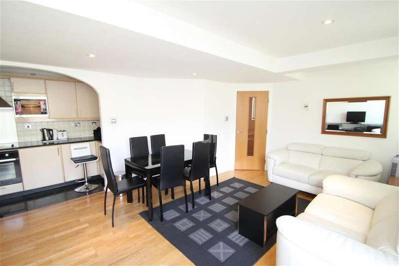 3 Bedrooms Flat for rent in Tower Point - Enfield Town - EN2