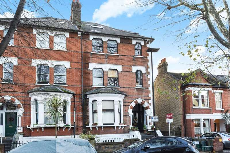 3 Bedrooms Flat for sale in Thorney Hedge Road, Chiswick