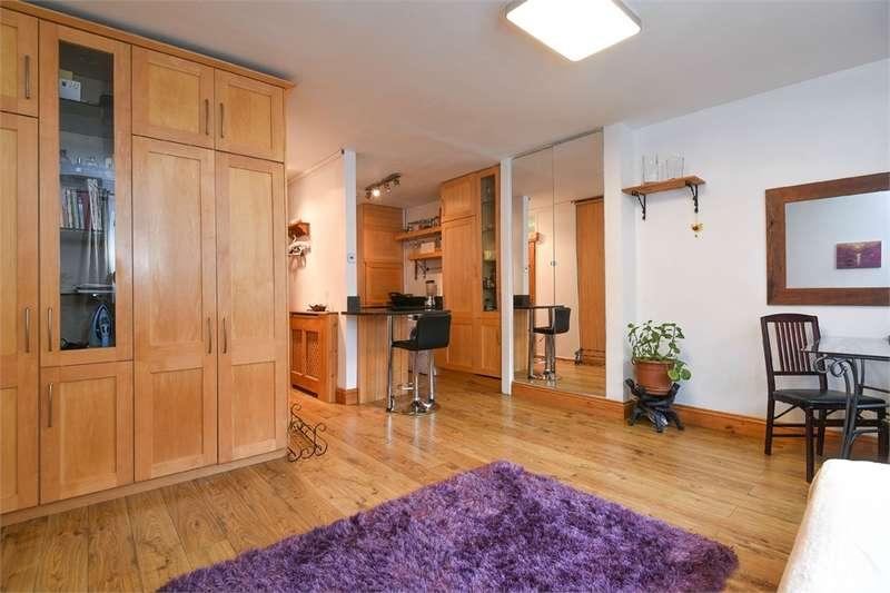 1 Bedroom Studio Flat for sale in St Vincent House, St Saviours Estate, London, SE1