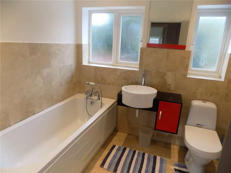 5 Bedrooms Terraced House for rent in Lee View, Enfield, EN2