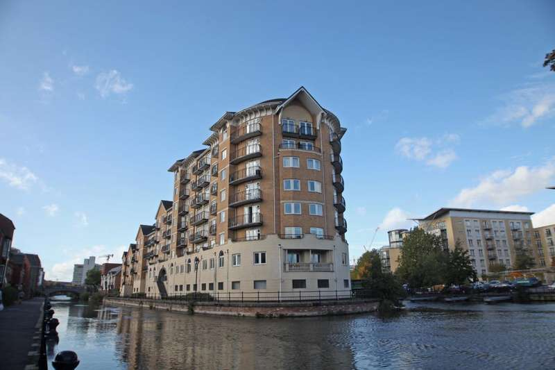 3 Bedrooms Flat for rent in Blakes Quay, Gas Works Road, Reading, Berkshire, RG1