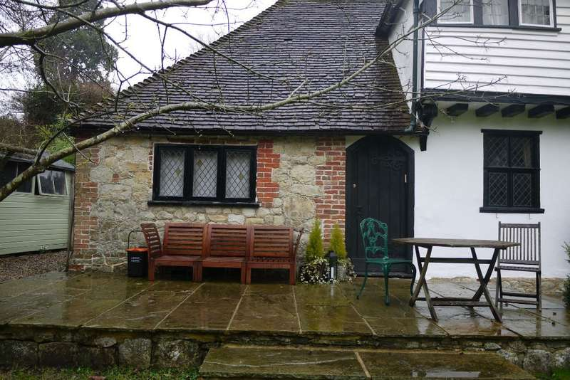 2 Bedrooms Semi Detached House for rent in Polhill Lane, Harrietsham, ME17