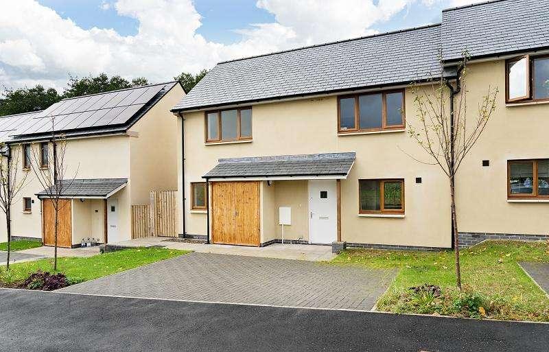 3 Bedrooms Semi Detached House for sale in 16 St. Peters Close, Llanbedr, Crickhowell, Powys.