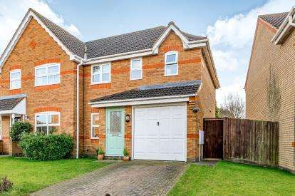 3 Bedrooms Semi Detached House for sale in Hans Apel Drive, Brackley, Northamptonshire
