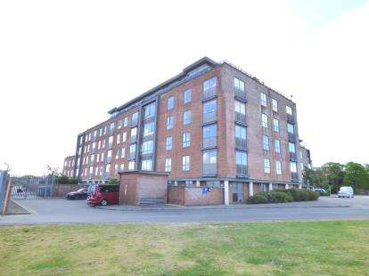 2 Bedrooms Flat for sale in Weevil Lane, Clarence Marina, Gosport