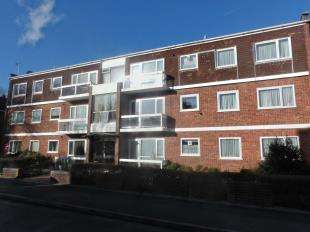2 Bedrooms Flat for sale in Lower Queens Road, Ashford, Kent, England
