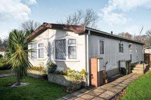 2 Bedrooms Bungalow for sale in Stonehill Woods Park, Old London Road, Sidcup, .