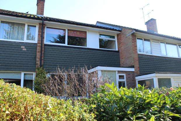 3 Bedrooms Terraced House for sale in Bagshot, Surrey, .