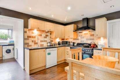 2 Bedrooms Bungalow for sale in Hillingdon Road, Burnley, Lancashire, BB10