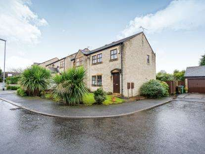 3 Bedrooms End Of Terrace House for sale in Moorhouse Farm, Rochdale, Lancashire, OL16