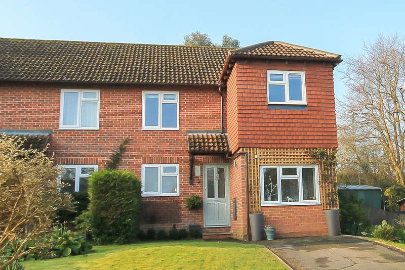 3 Bedrooms Semi Detached House for sale in The Oaks, East Grinstead
