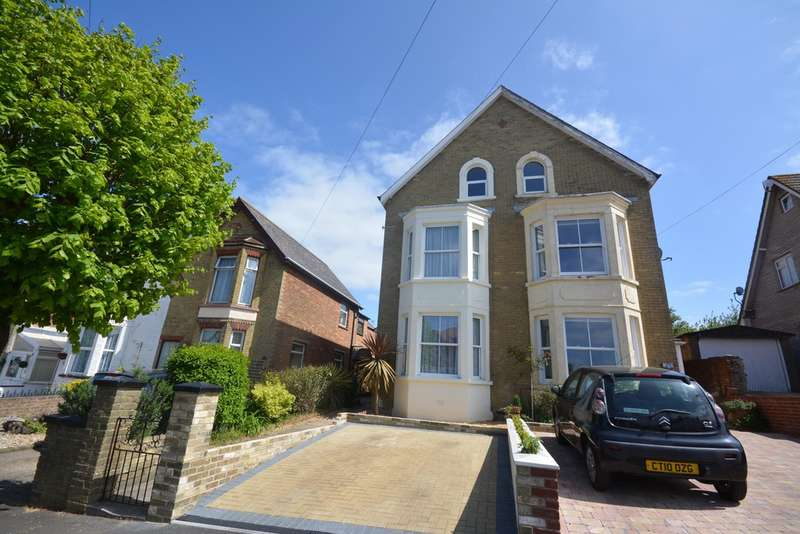 4 Bedrooms Semi Detached House for sale in Cambridge Road, East Cowes