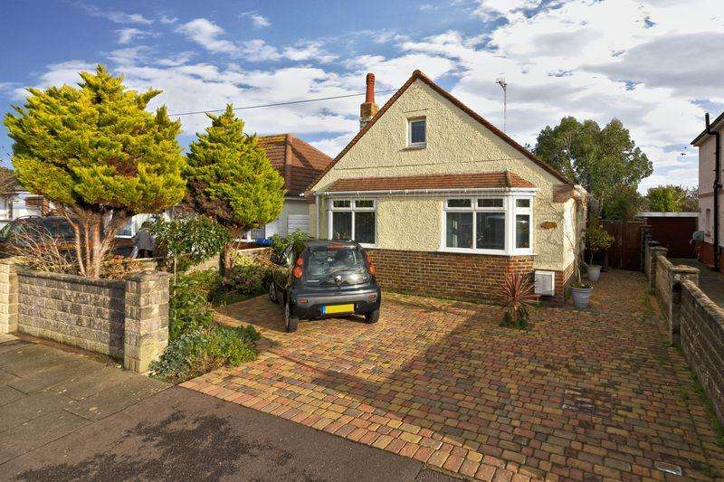 2 Bedrooms Detached Bungalow for sale in Woodside Road, Worthing