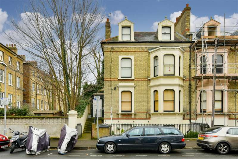 2 Bedrooms Property for sale in North Road, Surbiton