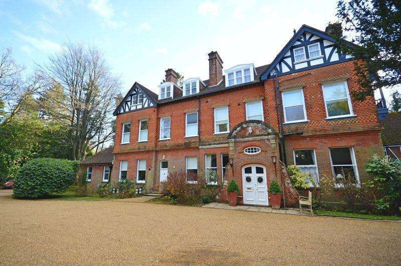 3 Bedrooms Flat for sale in Tower Road, Hindhead