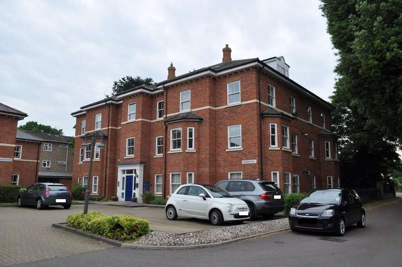 3 Bedrooms Penthouse Flat for sale in Woodland Drive, Lexden, Colchester, CO3 9FE