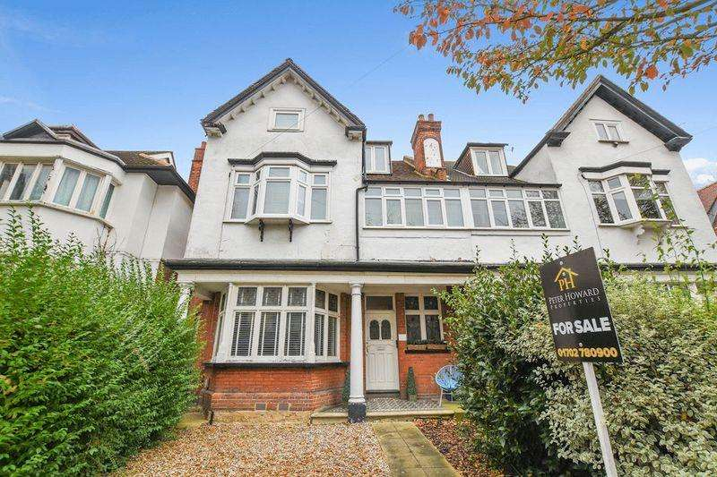 2 Bedrooms Apartment Flat for sale in Ailsa Road, Westcliff-On-Sea