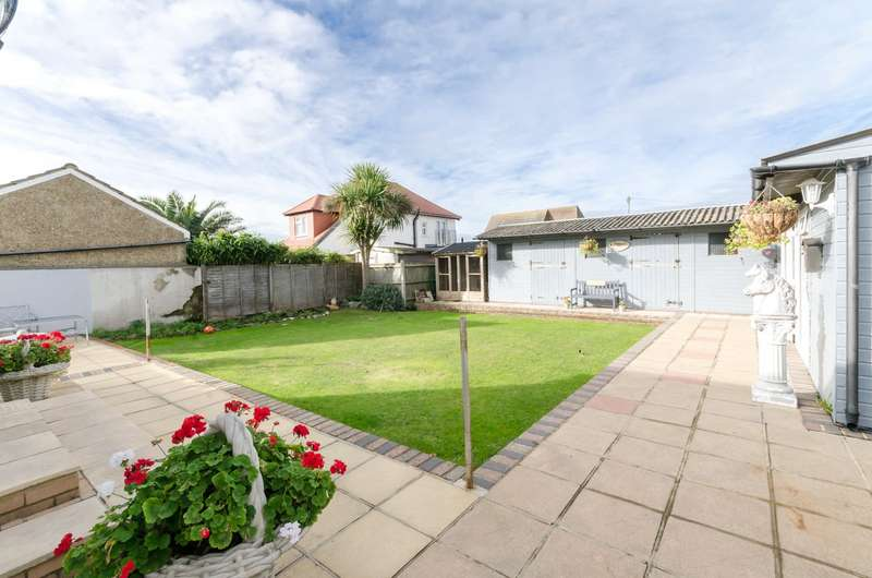 3 Bedrooms Detached Bungalow for sale in Queens Road, Lancing, West Sussex, BN15