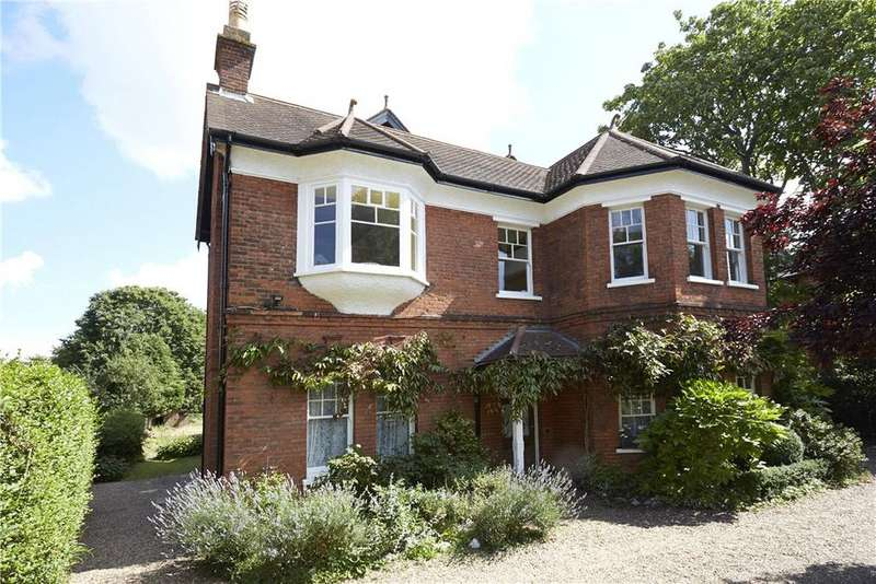 3 Bedrooms Flat for sale in Wolsey Road, East Molesey, Surrey, KT8