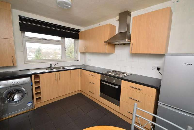 2 Bedrooms Maisonette Flat for sale in Linton Court, Rise Park, Romford, RM1