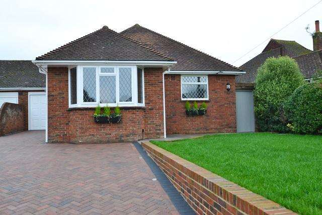 3 Bedrooms Detached Bungalow for sale in Langbury Lane, Ferring, West Sussex, BN12 6QE