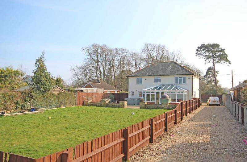 4 Bedrooms Detached House for sale in House with Paddock
