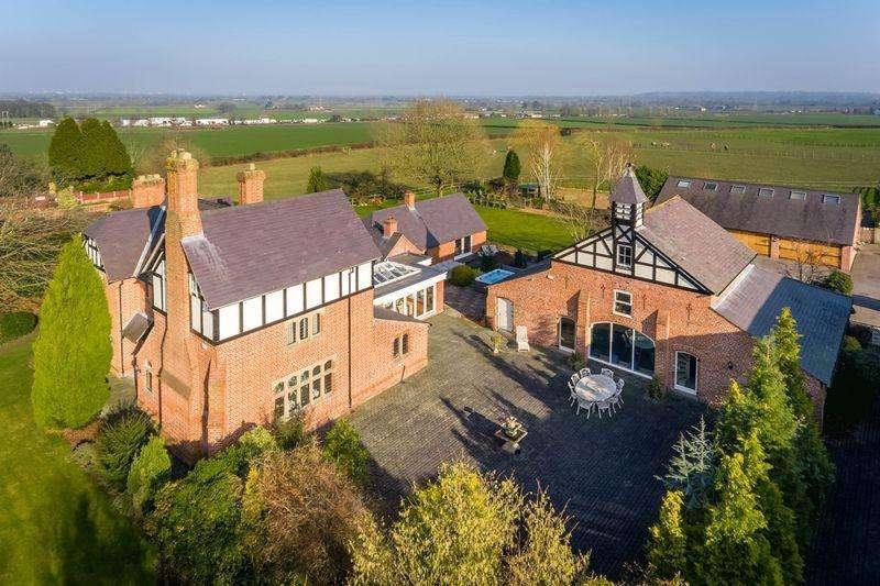 5 Bedrooms Detached House for sale in Burford Lane Farm, Lymm