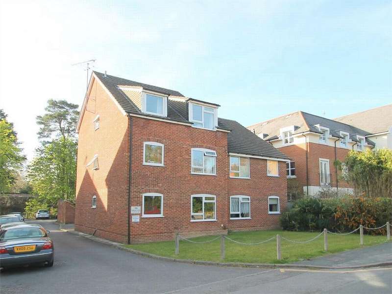 2 Bedrooms Flat for rent in Gordon Road, Camberley, Surrey