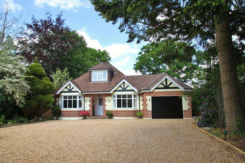 4 Bedrooms Detached House for sale in Copse Road, Verwood
