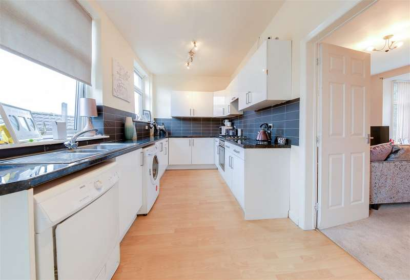 3 Bedrooms Town House for sale in Bridleway, Waterfoot, Rossendale