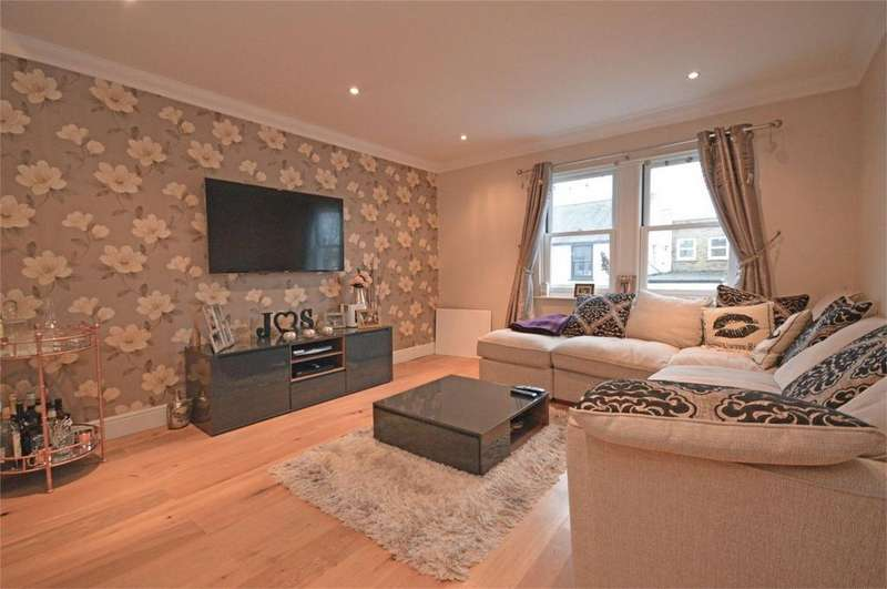 2 Bedrooms Flat for sale in Flat 4, Flacks Mews, Station Road, Epping, Essex