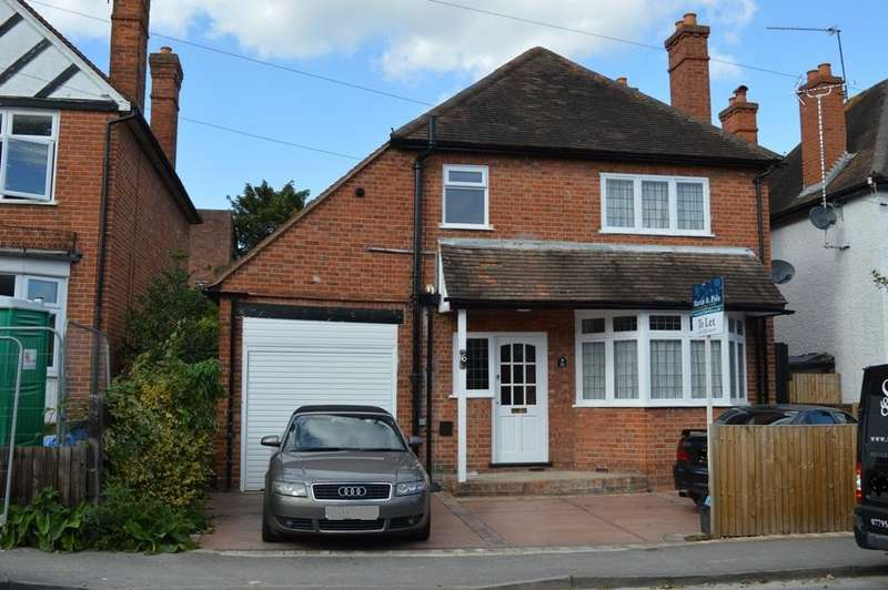 3 Bedrooms Detached House for rent in Denton Road, Wokingham, Berkshire, RG40 2DX