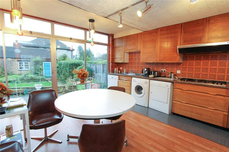 3 Bedrooms Detached House for sale in Green Lane, Edgware, HA8