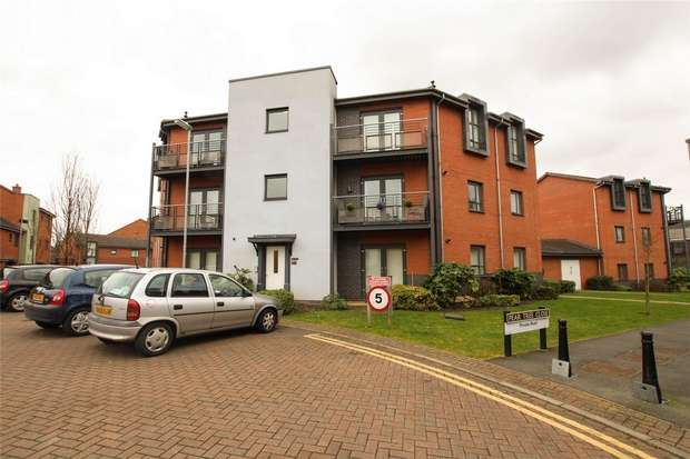 2 Bedrooms Flat for sale in Pear Tree Close, City Wharf, Lichfield, Staffordshire