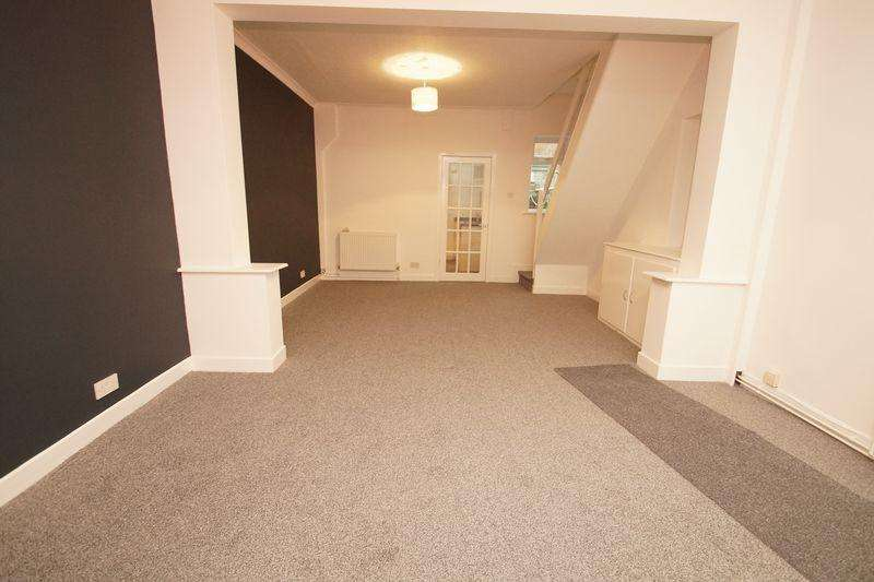 2 Bedrooms Semi Detached House for sale in Land Lane, Southport