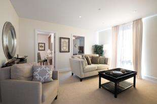 2 Bedrooms Flat for sale in Carriages, Brighton Road